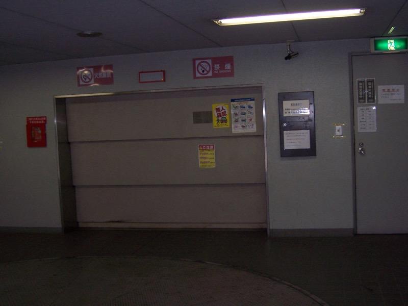 ハイルーフ車入庫不可駐車場です