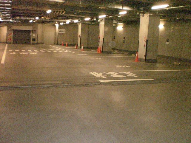 屋内(ビル内)駐車場です!