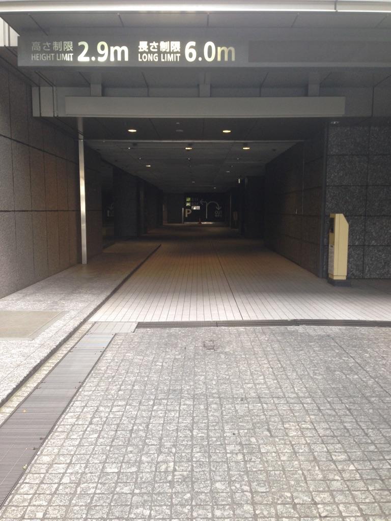 新宿オークタワー月極駐車場入口