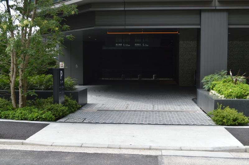 元赤坂ビル月極駐車場入口