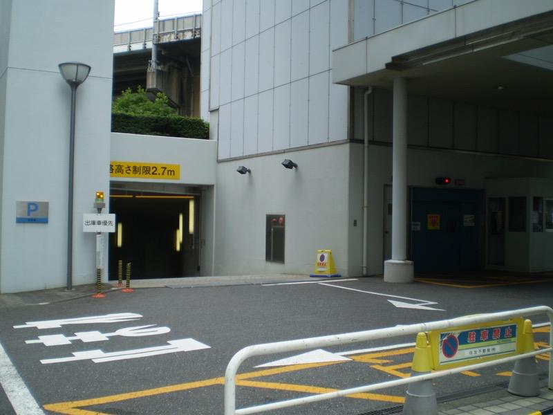 港南ビル月極駐車場入口