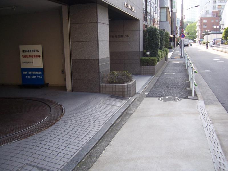 芝園ビル月極駐車場入り口