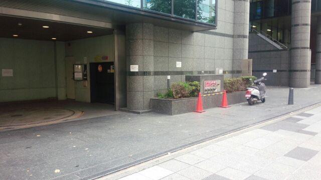 新横浜ビル月極駐車場入口