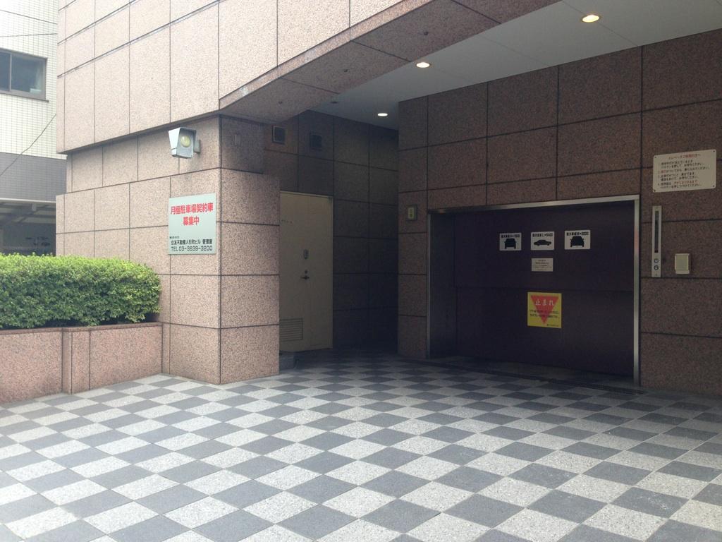MY ARK 日本橋ビル駐車場入り口