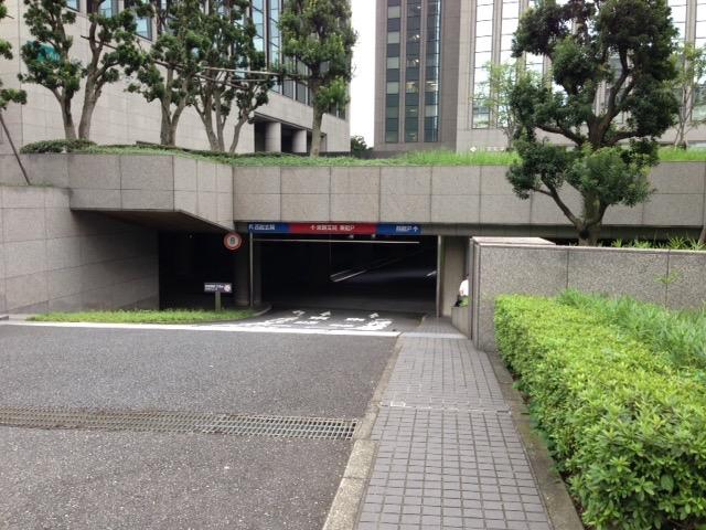 東京ツインビル東館駐車場入口