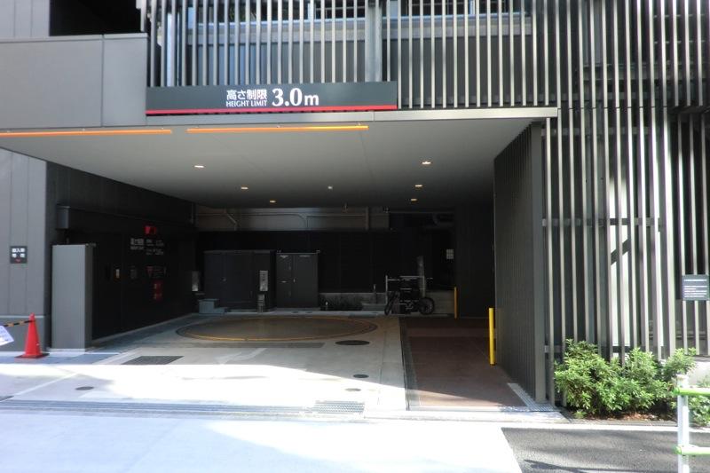 駐車場入口~高さ制限3.0m
