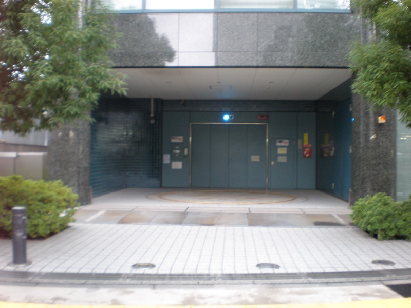 田町駅前駐車場入口