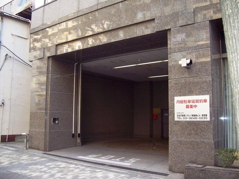 住友不動産築地ビル月極駐車場入口