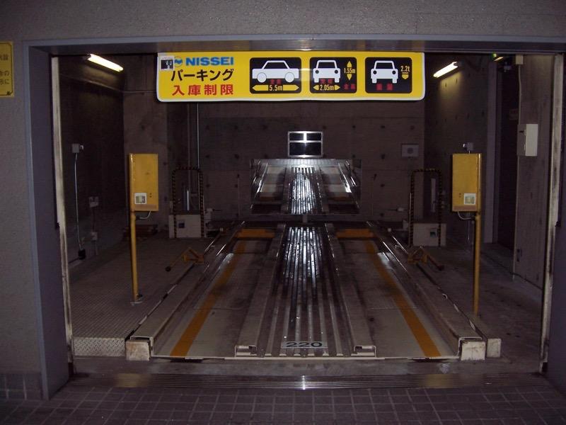 機械式駐車場のタイヤ外幅1800mm